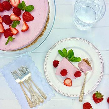 """Lusciously Live"" Raspberry Cheesecake"